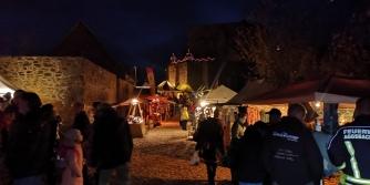 Mittelalterlicher Adventmarkt auf der Burg Aggstein Abends